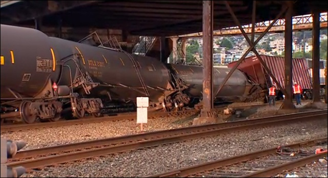 Seattle_train_derailment_660